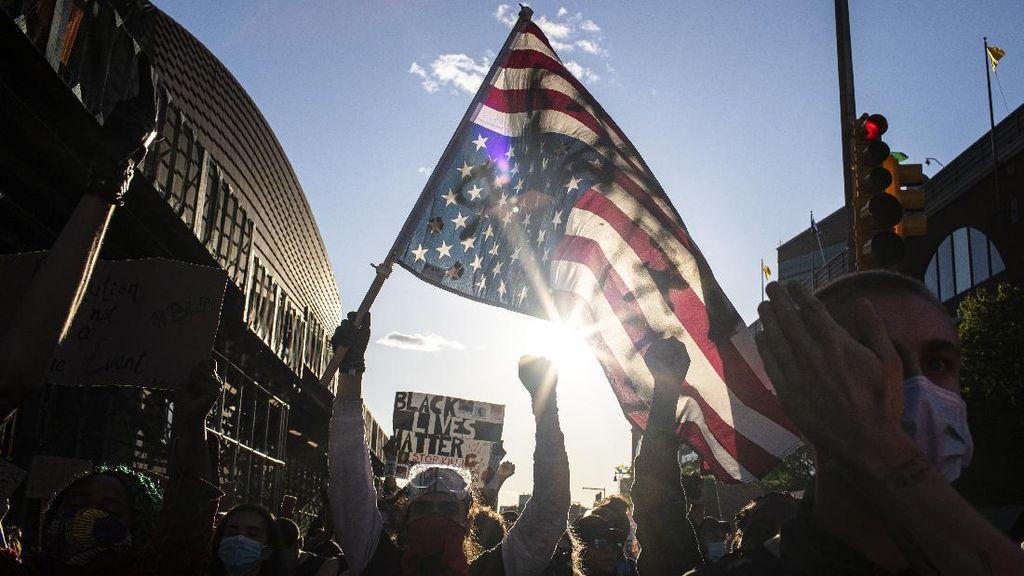 Senator AS Disemprot Merica dan Diborgol Polisi Saat Ikut Demo George Floyd