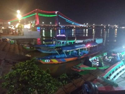 Tepi Sungai Musi Tempat Kongko Tua Muda Warga Palembang