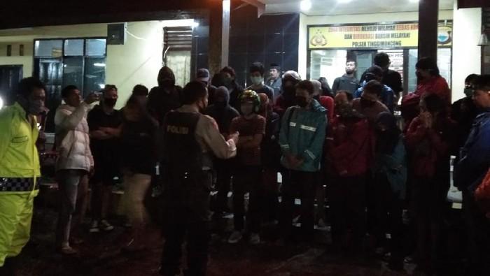 24 mahasiswa dievakuasi tim SAR karena terjebak air bah di Jenebarang