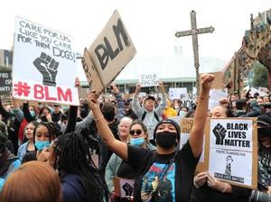 Viral Video Pendemo Black Lives Matter Jaga Orang-orang Salat Saat Protes