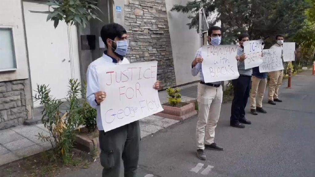 Aksi Protes Kematian George Floyd Juga Muncul di Iran