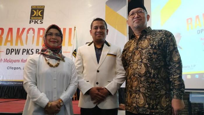 Setelah mendapat Surat Tugas dari DPP Partai Demokrat calon Walikota dari Partai Demokrat Siti Nur Azizah langsung tancap gas, yakni melakukan pertemuan dengan PKS.