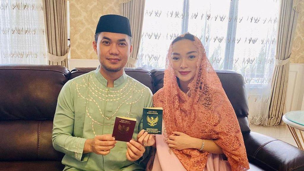 Pernikahan Sudah Sah, Zaskia Gotik: Alhamdulillah Pegang Buku Nikah