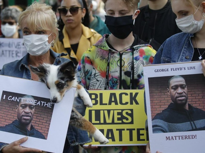 Some 4,000 New Zealand protesters demonstrate against the killing of Minneapolis man George Floyd in a Black Lives Matter protest in Auckland on June 1, 2020. (Photo by MICHAEL BRADLEY / AFP)