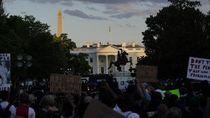 Trump Sempat Dibawa ke Bunker Saat Demonstran Kumpul di Luar Gedung Putih