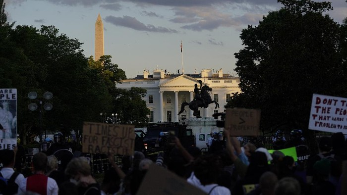 Demonstrators gather in front of the White House to protest the death of George Floyd, Saturday, May 30, 2020, in Washington. Floyd died after being restrained by Minneapolis police officers. (AP Photo/Evan Vucci)