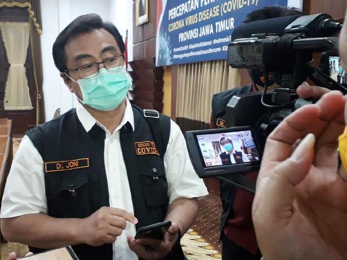 Ketua Gugus Kuratif Penanganan COVID-19 Jatim, dr Joni Wahyuhadi