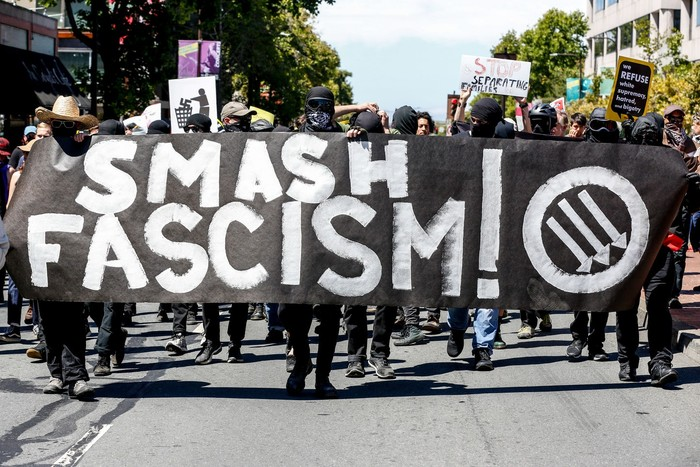 Demonstran Antifa (Amy Osborne/AF/Getty Images)