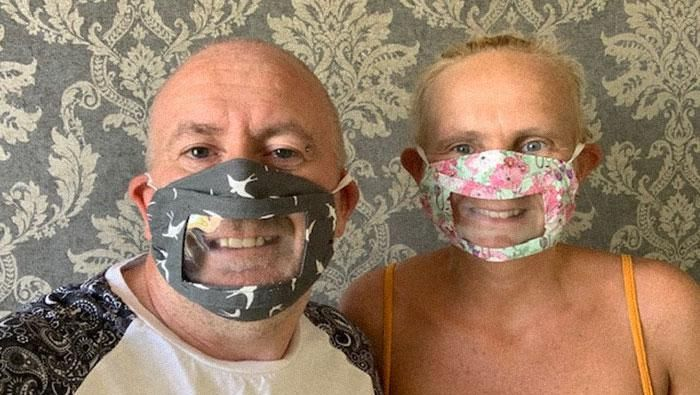 Wajib memakai masker di era pandemi COVID-19 membuat para tuna rungu khawatir dengan komunikasi mereka. Namun kini ada masker yang bisa memudahkan mereka.
