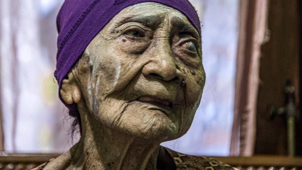 Nenek Usia 100 Tahun di Surabaya Sembuh dari COVID-19