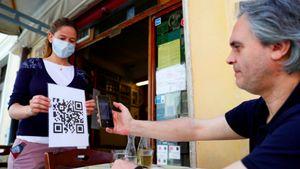 5 Protokol Minim Sentuhan di Restoran, Pindai Menu sampai Robot Pelayan