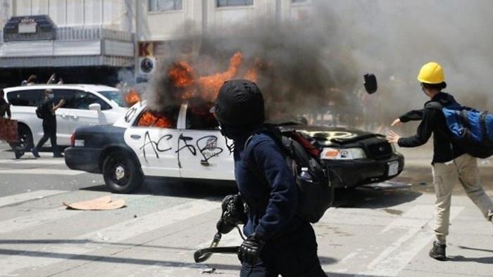 George Floyd: Mengapa demonstrasi damai memprotes kematian George Floyd bisa berubah menjadi kerusuhan