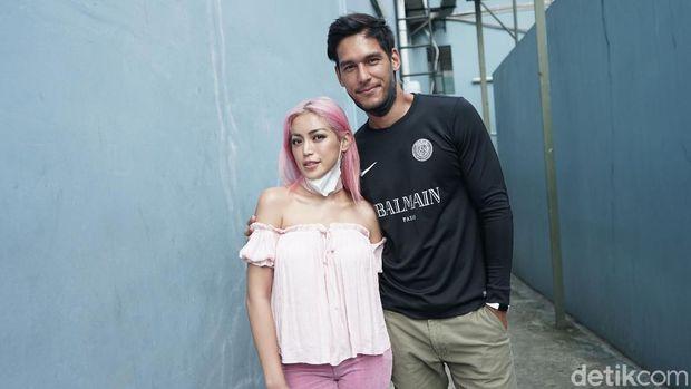 Jessica Iskandar dan Richard Kyle saat ditemui di kawasan Trans TV.