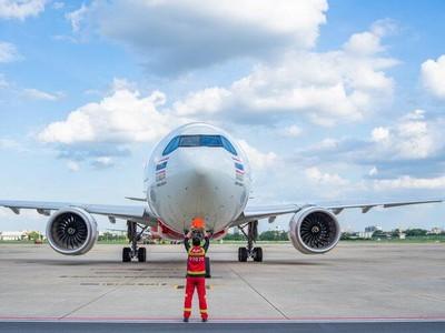 Tukang Parkir Pesawat: Gaji Kami Antara Rp 4-6 Juta