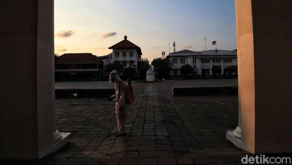Saat ini Pemprov DKI Jakarta masih melihat situasi dan kondisi terlebih dahulu jumlah kasus COVID-19 di Jakarta.
