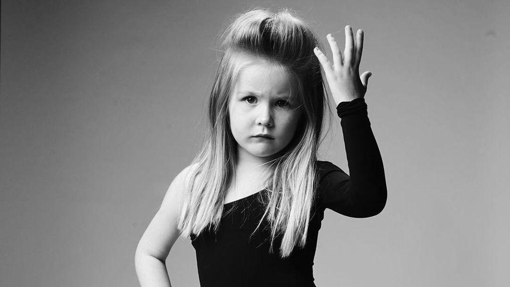 8 Foto Menggemaskan Anak 5 Tahun Tiru Gaya Penyanyi Dunia di Sampul Album