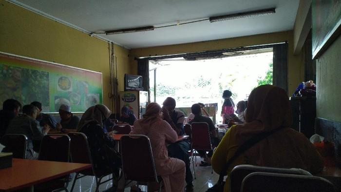 Layani Dine In, Tempat Makan di Bogor Tak Patuhi Protokol Kesehatan. (Foto: Tim detikcom)