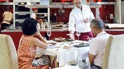 Terapkan Protokol Baru, Restoran Mosaic Kembali Menerima Tamu