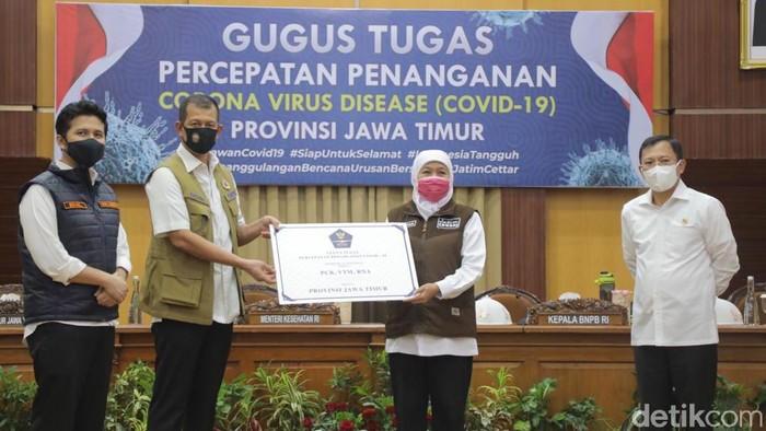 Gugus Tugas Percepatan Penanganan COVID-19 Indonesia mengimbau pasien positif Corona di Jatim yang sembuh bersedia menyumbangkan plasma darah. Yakni melalui metode plasma convalescent.