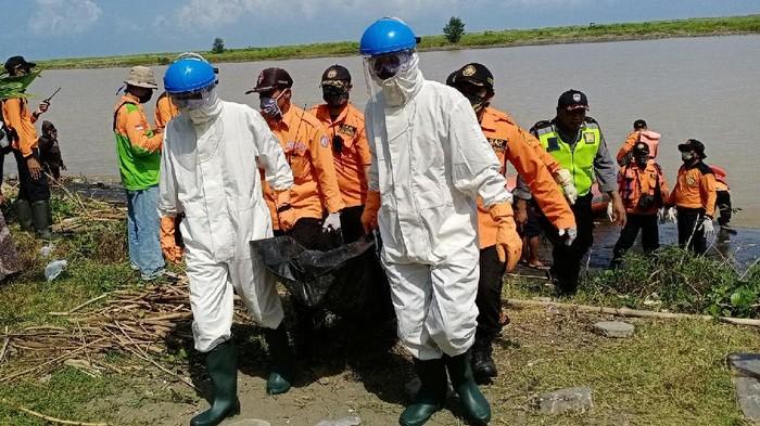 Evakuasi 2 remaja tewas terseret arus di pantai Kebumen