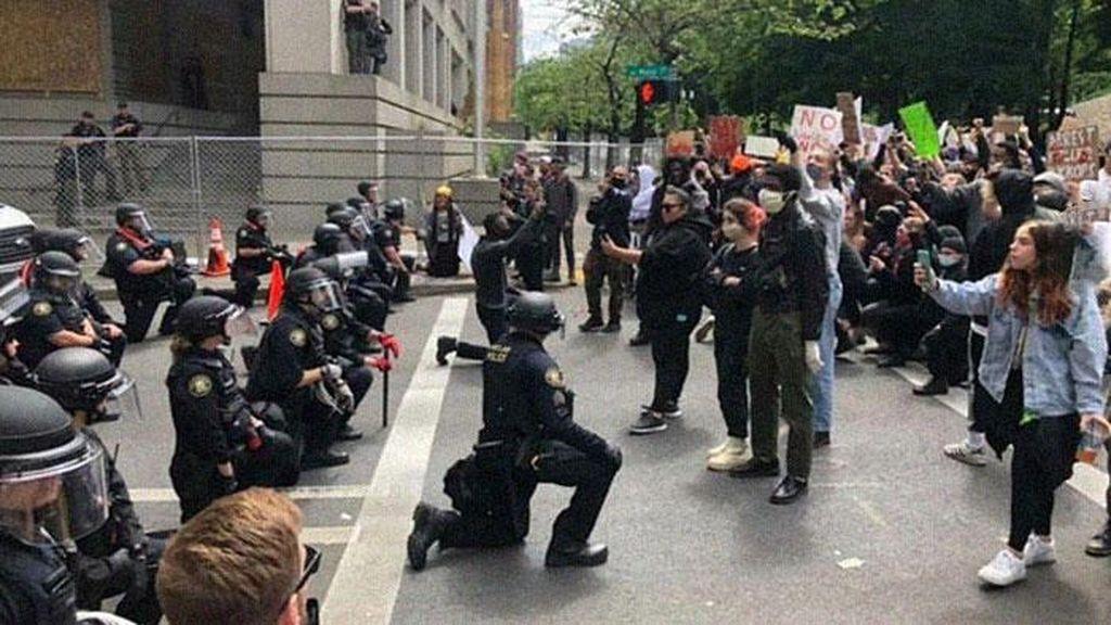 Momen Haru di Tengah Demonstrasi Dukung George Floyd