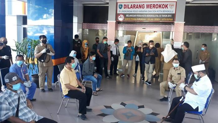 Wali Kota Bengkulu Helmi Hasan lepas 3 pasien sembuh Corona