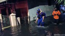 Ganjar Minta Bupati-Walkot Turun Tangan Tangani Banjir Rob di Pantura