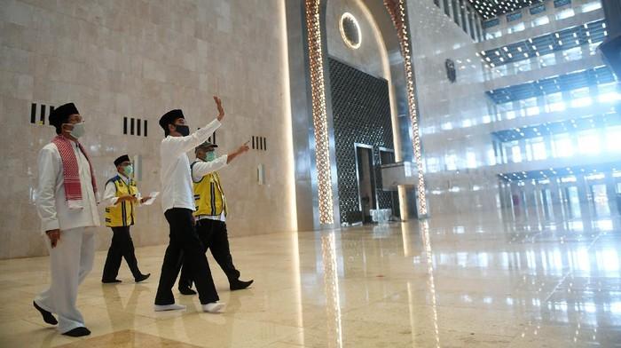 Presiden Joko Widodo (Jokowi) kembali meninjau kesiapan penerapan prosedur standar new normal. Kali ini Jokowi meninjau Masjid Istiqlal, Jakarta, Selasa (2/6/2020).