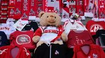 Boneka Beruang Ini Jadi Penonton Laga FC Cologne Vs Leipzig