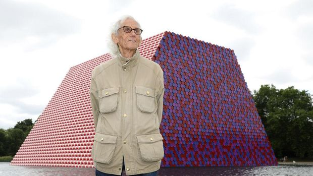 LONDON, ENGLAND - JUNE 18:  Artist Christo unveils his first UK outdoor work, a 20m high installation on Serpentine Lake, with accompanying exhibition at The Serpentine Gallery on June 18, 2018 in London, England.  (Photo by Tim P. Whitby/Tim P. Whitby/Getty Images for Serpentine Galleries)