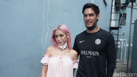 Ikhlas Pernikahan Ditunda, Jessica Iskandar Sempat Stres