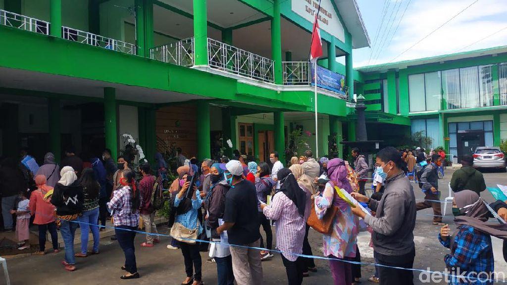Sistem PPDB Eror, Ratusan Calon Wali Murid Datangi Dindikbud Kota Malang