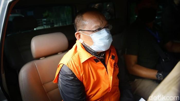 KPK mengumumkan penangkapan tersangka kasus suap-gratifikasi Rp 46 miliar, eks Sekretaris Mahkamah Agung (MA) Nurhadi dan menantunya, Rezky Herbiyono.