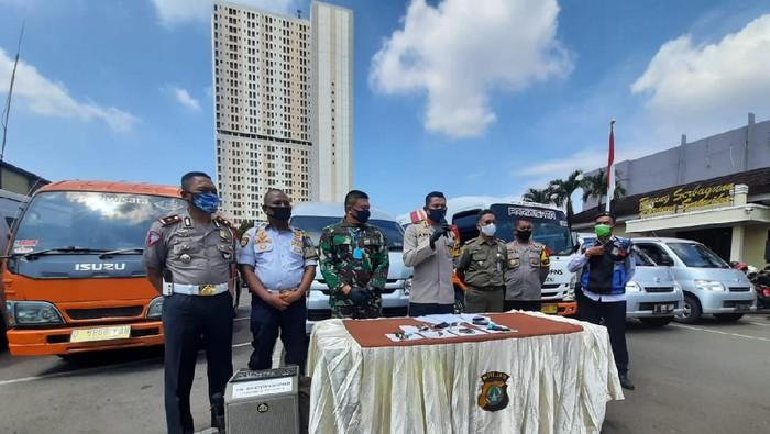 Polisi amankan travel gelap yang hendak masuk Depok