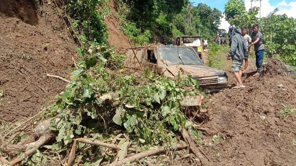 Longsor di Polman, Satu Mobil Pembawa Sembako Ringsek Tertimpa Reruntuhan