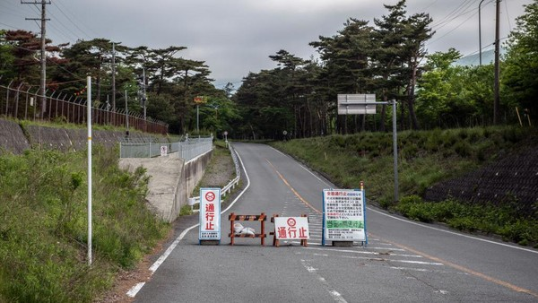 Kebijakan ini adalah keputusan otoritas prefektur Shizuoka. Sebelumnya prefektur Yamanashi mengumumkan bahwa pihaknya menutup rute pendakian Yoshida, satu rute pendakian lainnya ke puncak Gunung Fuji yang juga menjadi rute paling populer.