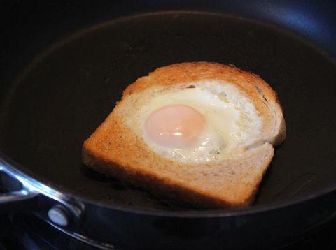 Roti Isi Telur Lumer