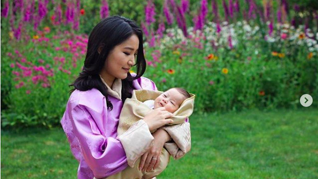 Ratu Cantik Bhutan Pertamakalinya Ungkap Foto Anak ke-2 yang Baru Lahir