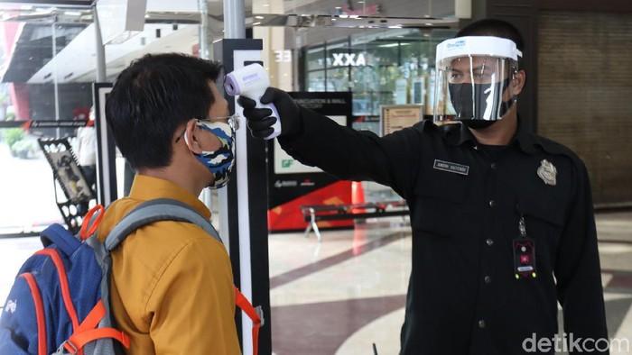 Tim Gugus Tugas COVID-19 Kota Bandung melakukan pemantauan ke sejumlah mal di Kota Bandung, Jawa Barat.
