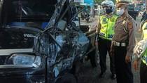 Pikap Tabrak Pohon di Sukabumi, 5 Orang Terluka