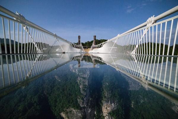 Jembatan ini tidak disarankan untuk pengunjung yang memiliki ketakutan akut pada ketinggian. Istimewa/highestbridges.com/Lorna