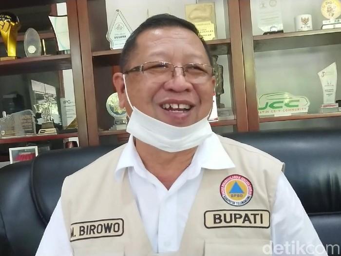 Bupati Tulungagung Maryoto Birowo berupaya menyelesaikan masalah anggota DPRD yang mengamuk hingga melempar botol bir. Ia sudah berkomunikasi dengan pimpinan DPRD.
