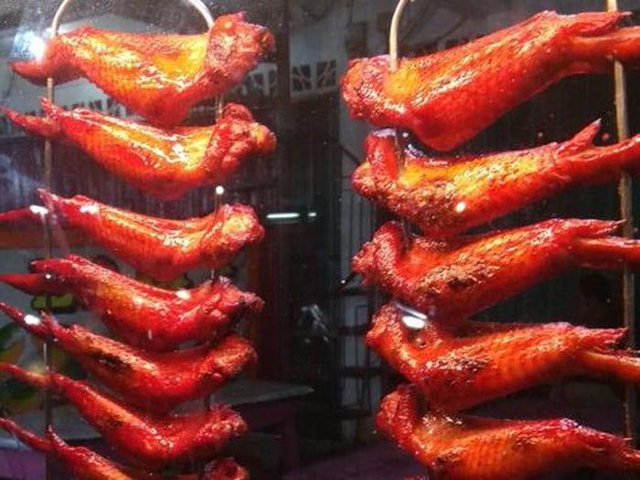 ayam panggang mirip seperti yang ada di serial upin & ipin ada di dunia nyata. Harganya hanya Rp 5 ribu