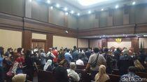 Ruang Sidang Sempat Padat Jelang Dakwaan Kasus Jiwasraya, Lalu Ditertibkan