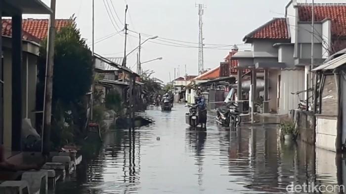 Banjir rob menggenangi pesisir pantai utara Brebes, Rabu (3/6/2020).
