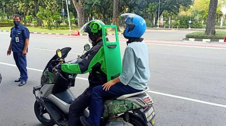 Sekat Pemisah Driver Ojol dan Penumpangnya