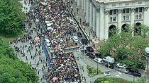 Suarakan Black Lives Matter, Massa Demo George Floyd Padati Balai Kota New York