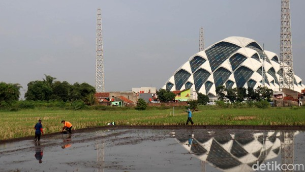 Rencananya,Masjid Al Jabbar mampu menampung 60 ribu jemaah. (Wisma Putra)