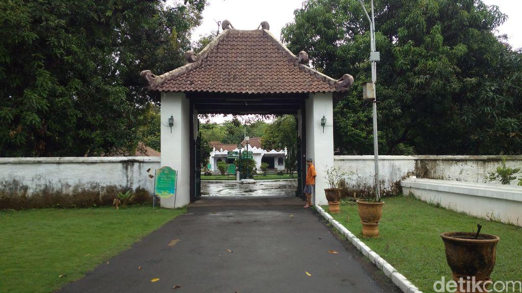 Keraton Kasepuhan Cirebon Masih Sepi Turis