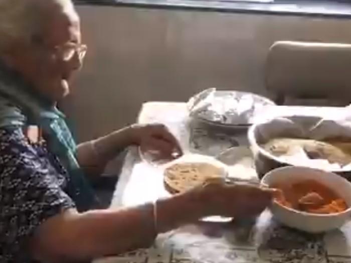 kisah inspiratif nenek berusia 99 tahun yang membagikan makanan gratis